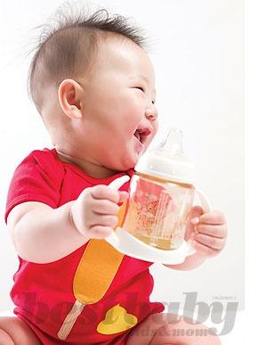 생후 5개월, 컵을 들려줘야 하는 이유